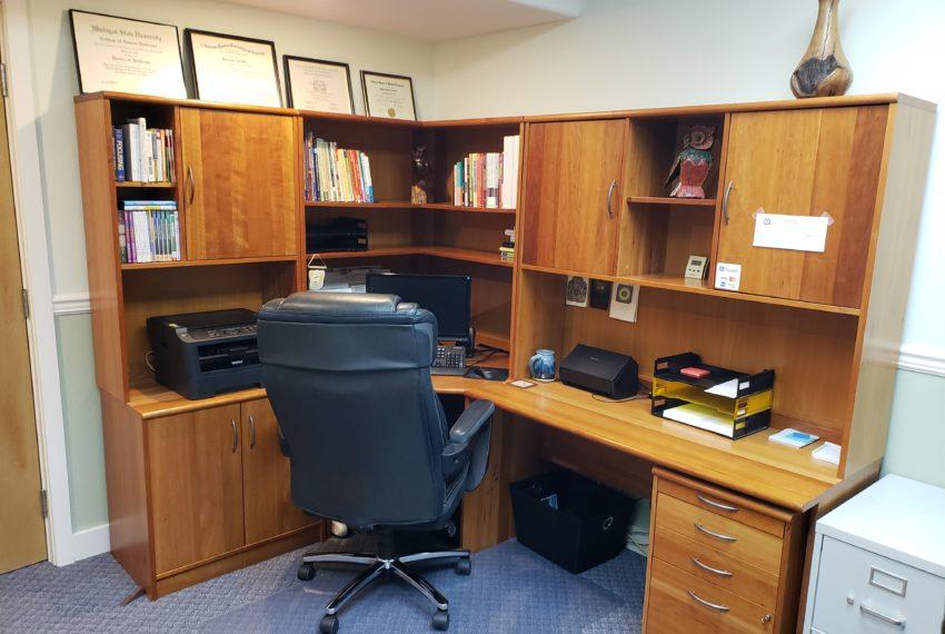 1300 PIC OFFICE INSIDE